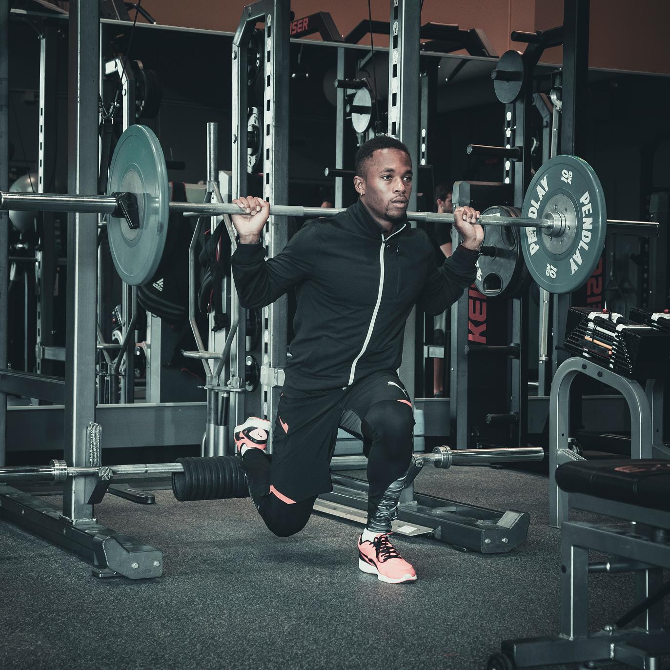 Circuito Gym : Persone circuito di allenamento in palestra foto immagine stock